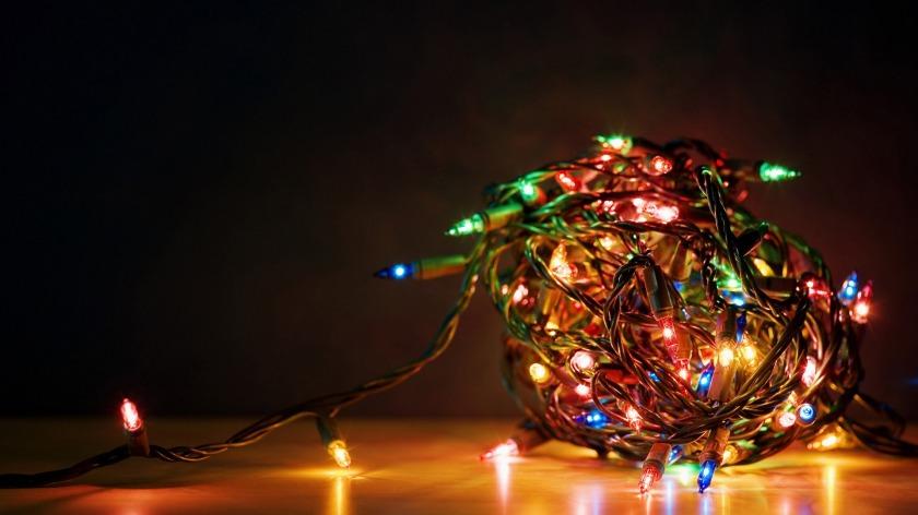 Tangle_of_Christmas_lights